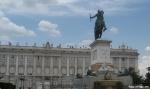 Outside the Palacio Real. The palace has 135,000 square meters of floorspace and 2800 rooms.
