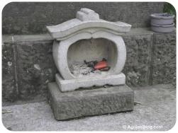 Tokyo - Burning incense