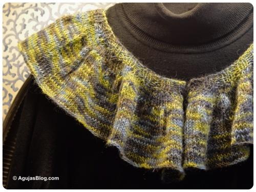 Sakkie Knit Ruffle Scarf Front