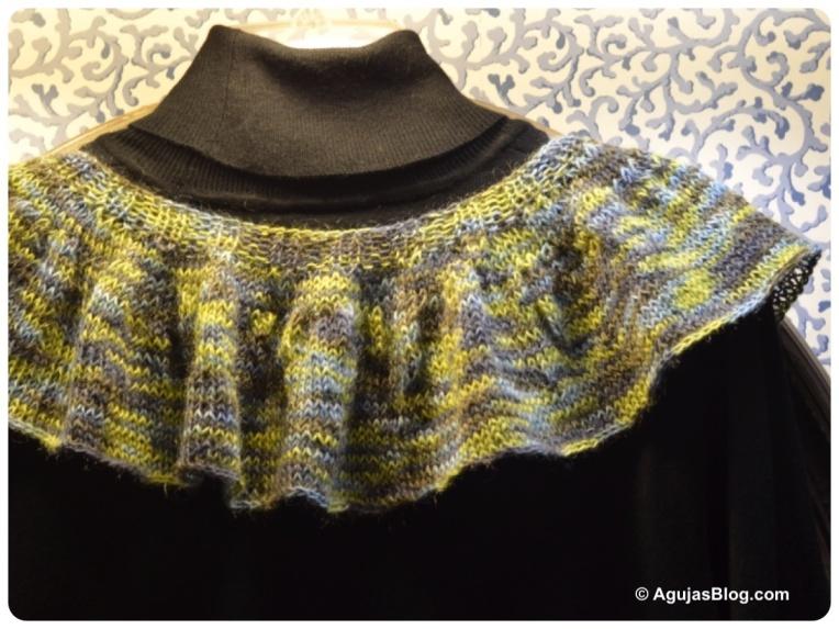 Sakkie Knit Ruffle Scarf Back