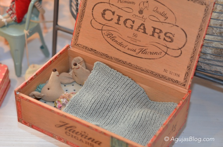 Akantus - Mice in Cigar Box